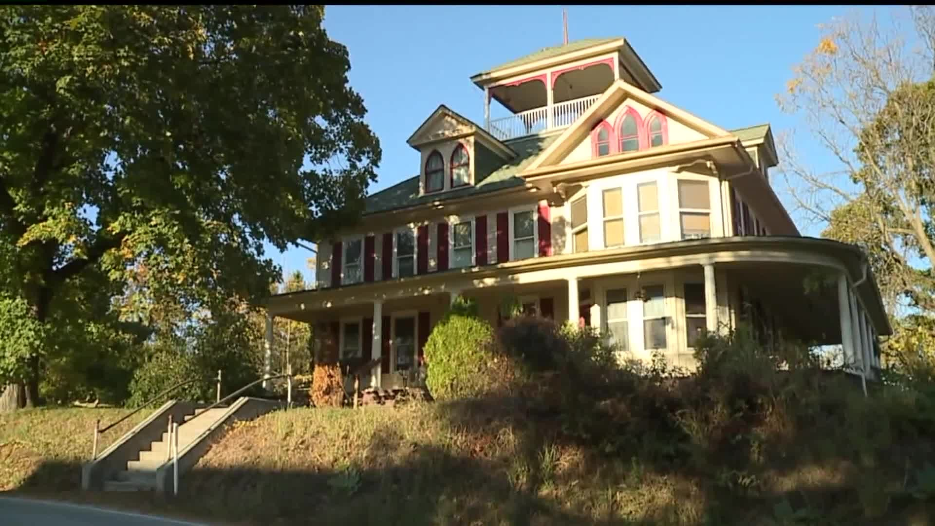 Step Inside A Haunted Airbnb In Adams County Fox43 Com