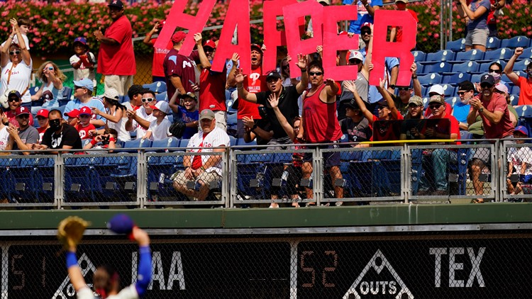 Hot Harper carries Phillies into NL East title contention