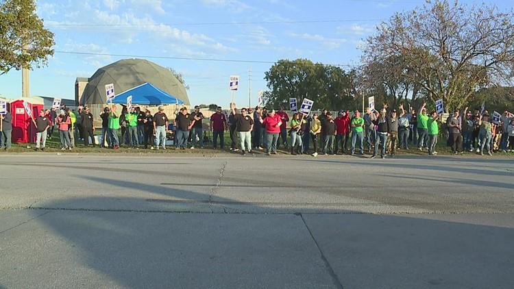 UAW workers nationwide backed John Deere strikers with caravan