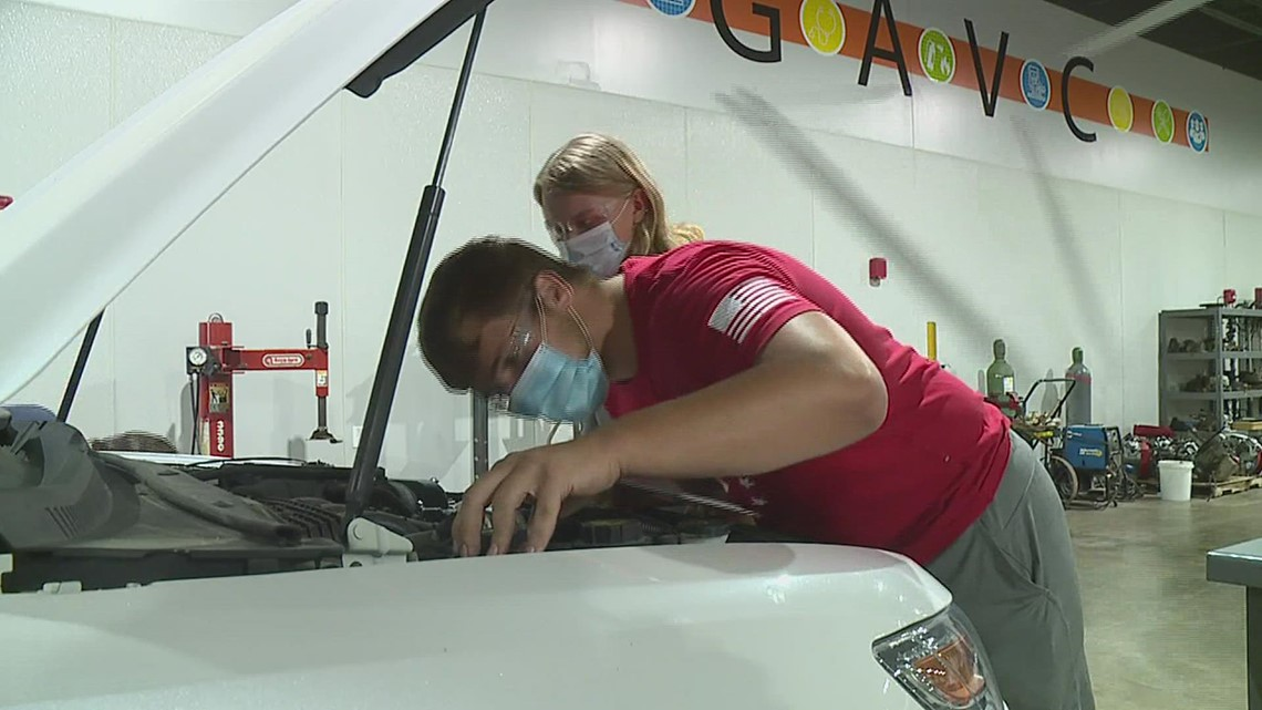 WATCH: New vocational center brings hands-on training to Galesburg area students