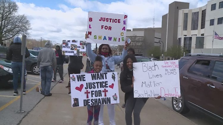 Dozens calling for 'Justice for Deshawn' gather in Rock Island for peaceful protest