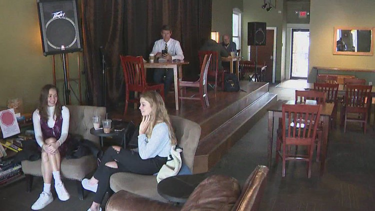 Illinois coffee shop welcomes customers back for indoor dining after months-long closure