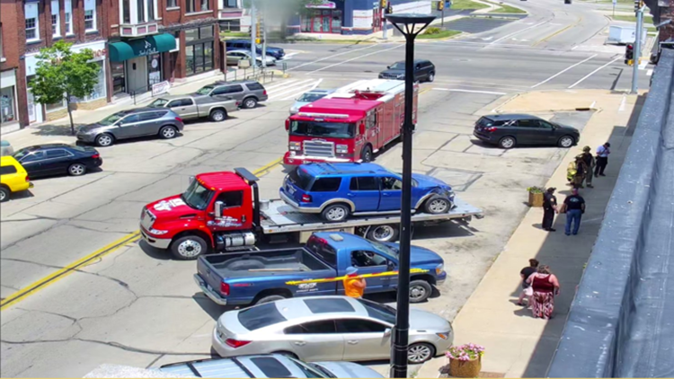 Car crashes into Rock Falls smoke shop