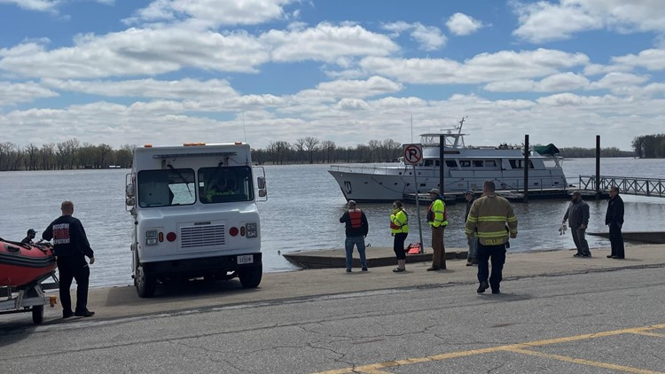 Two assisted from 80-foot yacht taking in water on Muscatine riverfront