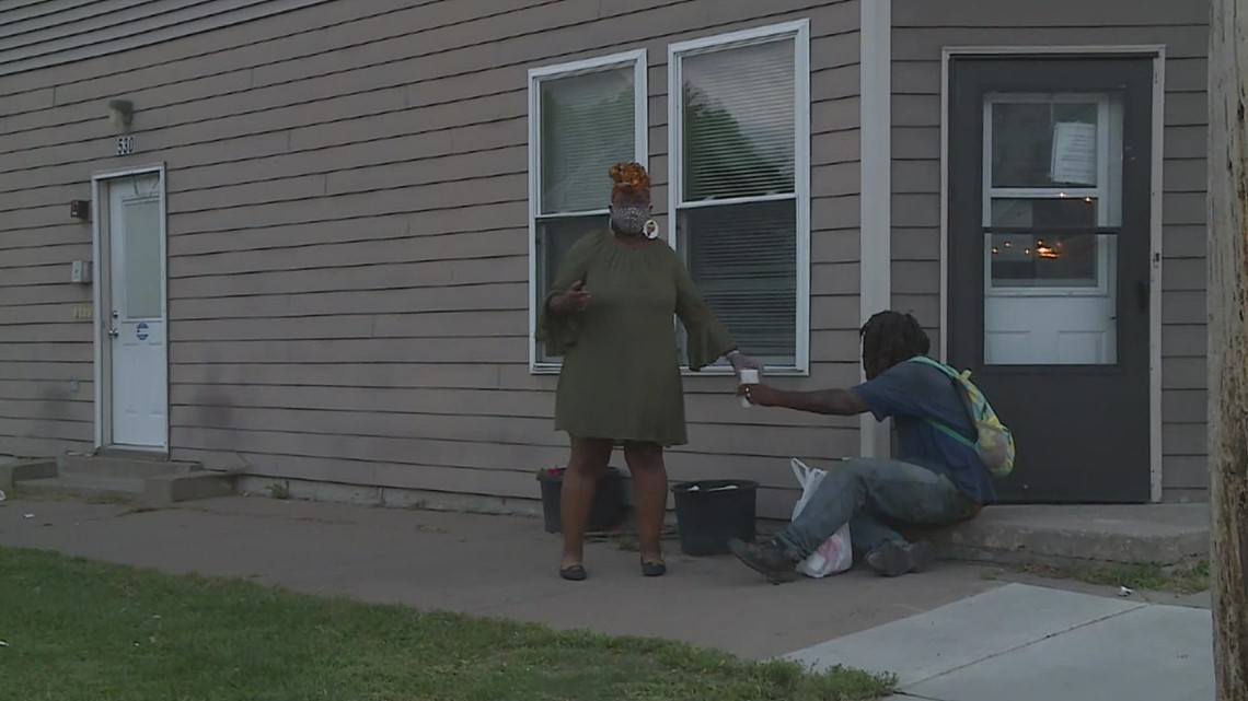 Pay It Forward: Davenport woman feeds 200+ daily meals to homeless, community