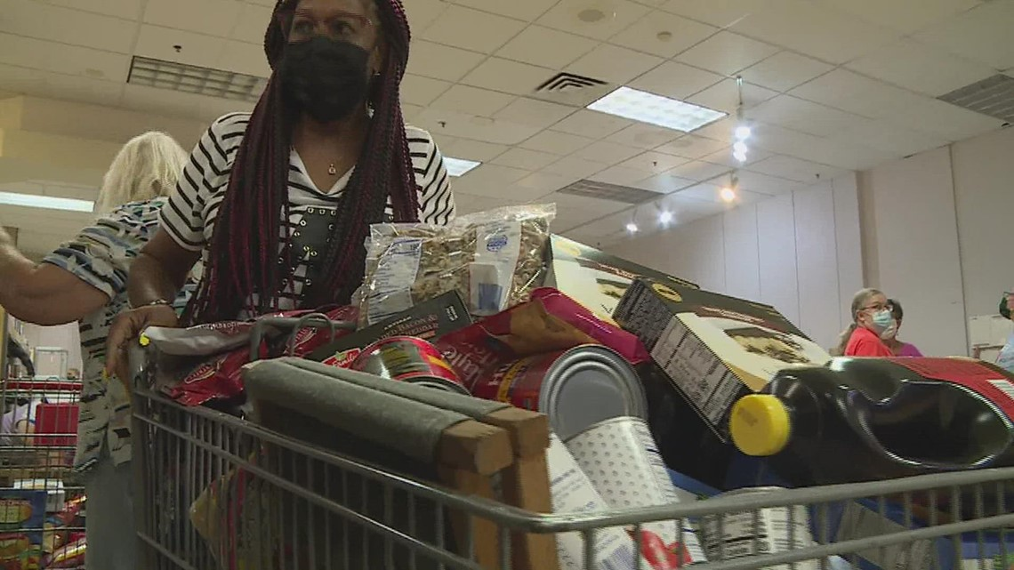 Pay It Forward: Quad City woman lending her own time to fight hunger in the community