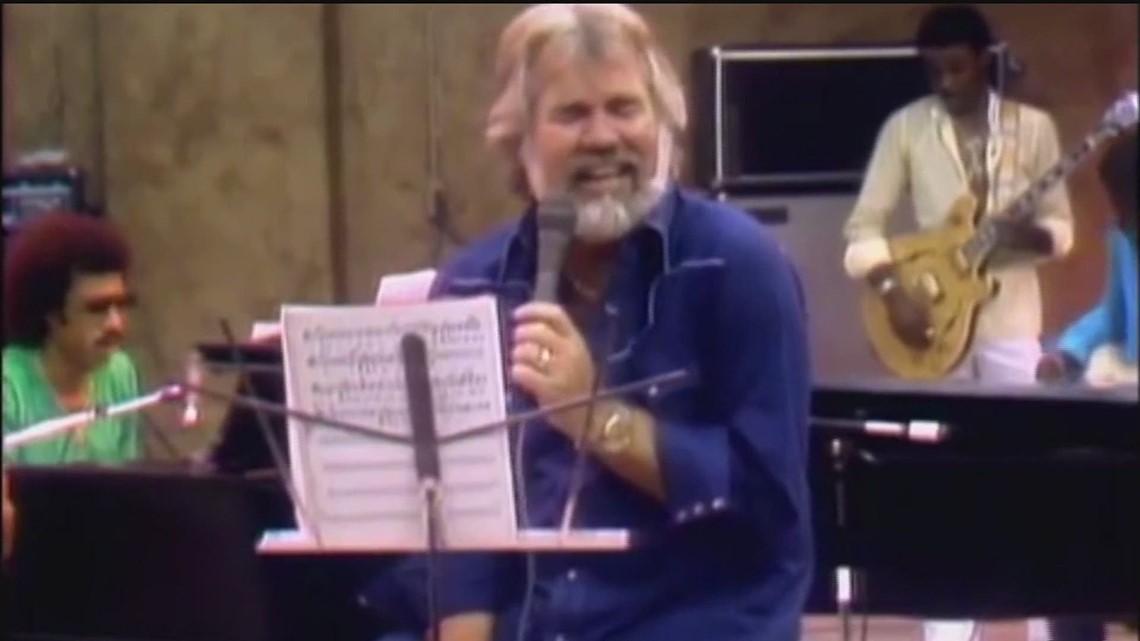 Kenny Rogers, Country Music Hall of Famer, dies at 81