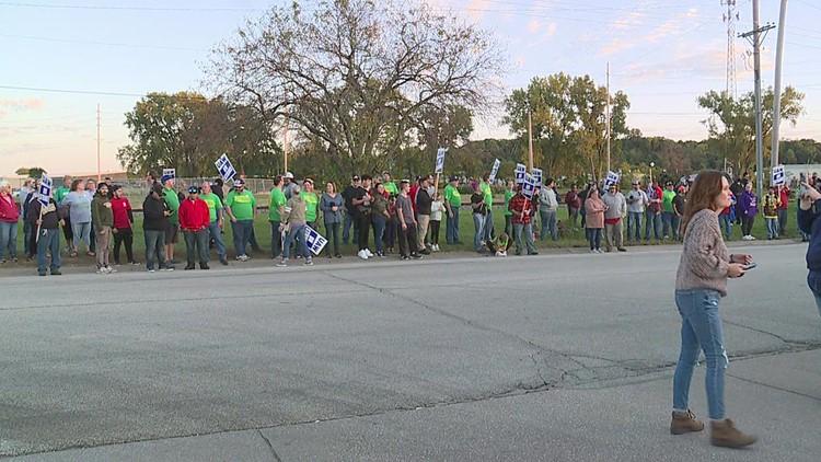 John Deere, UAW resume negotiation as strikers receive community support
