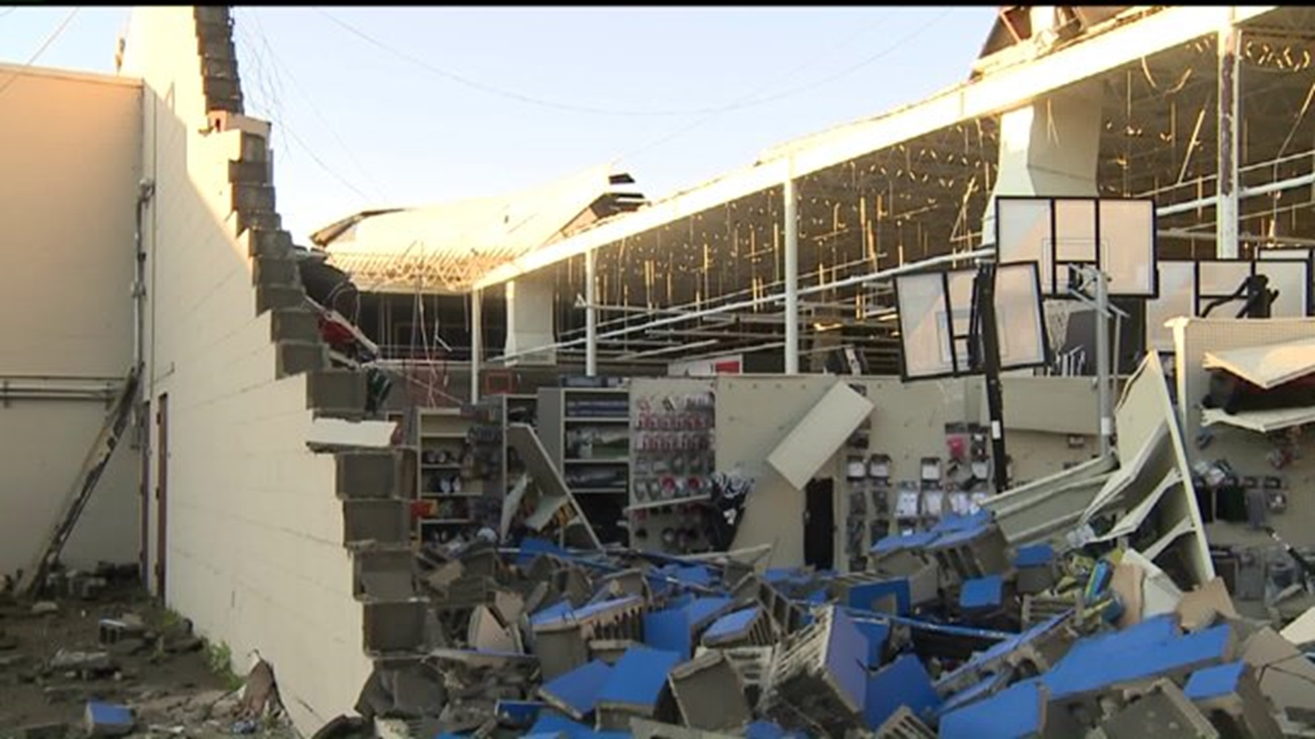 Roof And Wall Damaged At Mall In Sterling Illinois Wqad Com