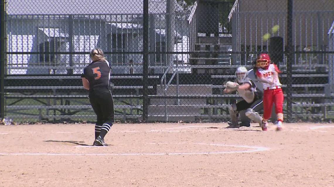 Rock Island Sweep United Township in softball