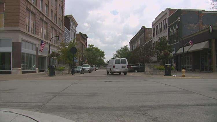 Man dies after being stabbed downtown Rock Island