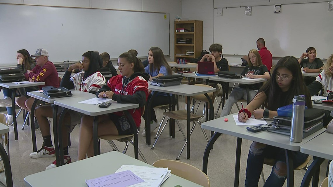 North Scott schools are sticking to mask optional