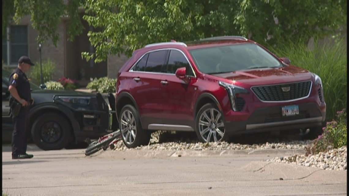 Bicyclist dies after getting hit by a car in Moline