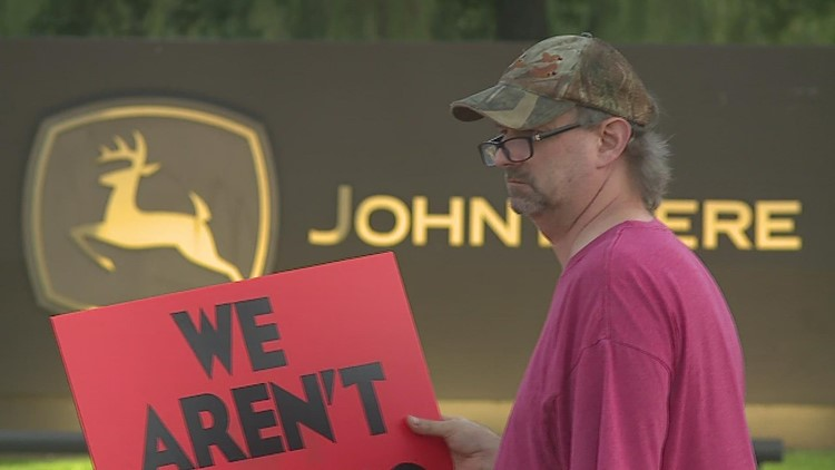 John Deere Employees picket at Moline headquarters