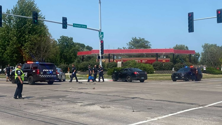 Driver who evaded police in Moline crashes in Davenport intersection