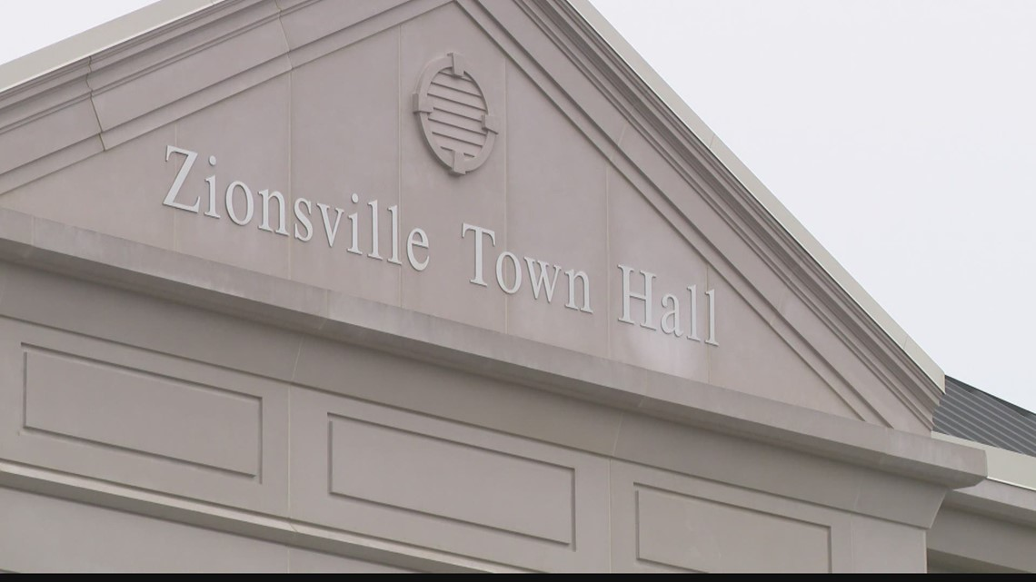 Feud between Zionsville mayor and council
