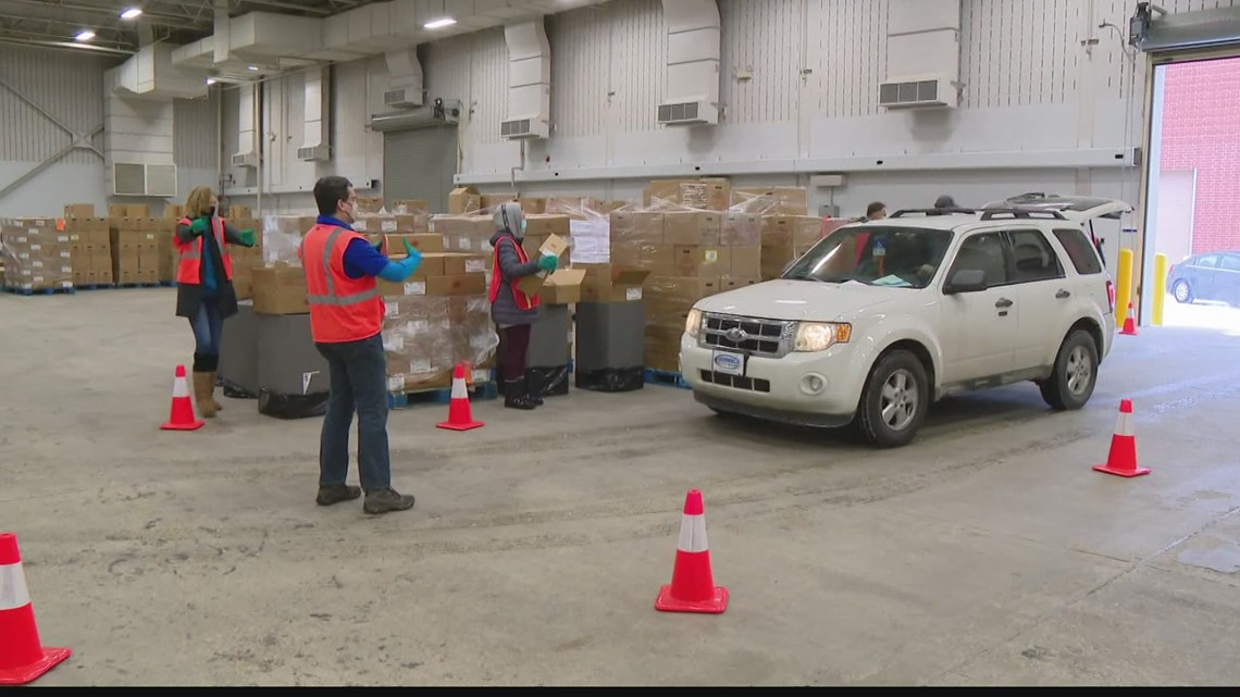 Gleaners seeks to pack thousands of food boxes in week