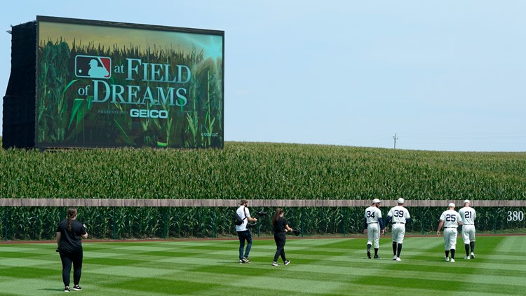 Report: Cubs, Reds slated to play in second 'Field of Dreams' game