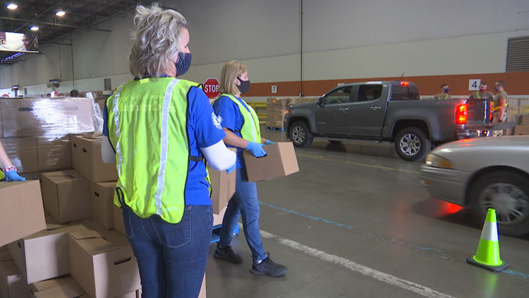 Gleaners needs hundreds of volunteers to pack food boxes for distribution