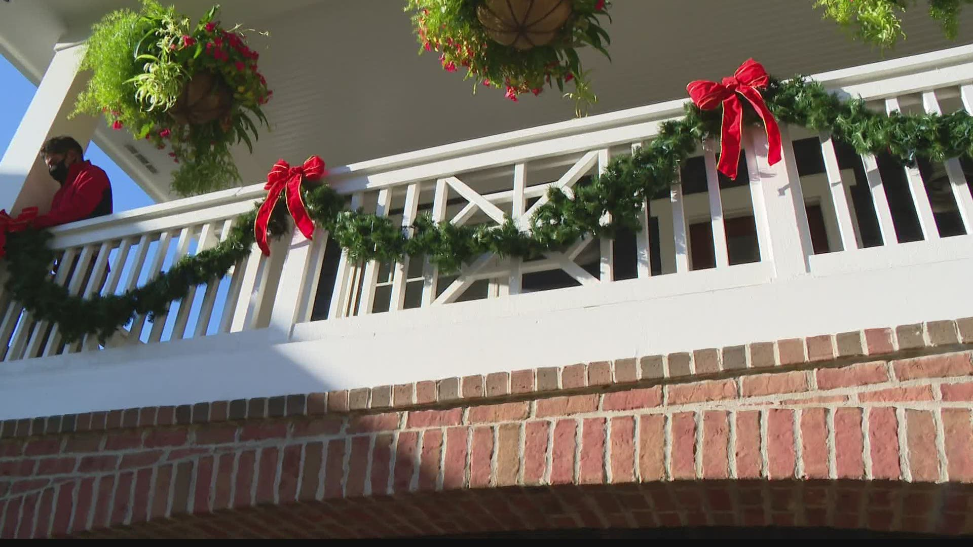 Why People Are Decorating Early For The Holidays Wthr Com