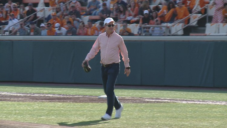 Peyton Manning throws first pitch at Tennessee baseball game