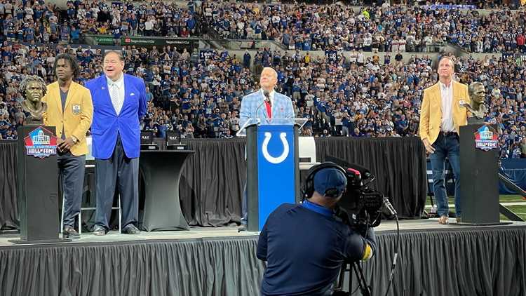 Peyton Manning, Edgerrin James return to Lucas Oil to receive Hall of Fame rings at Colts game