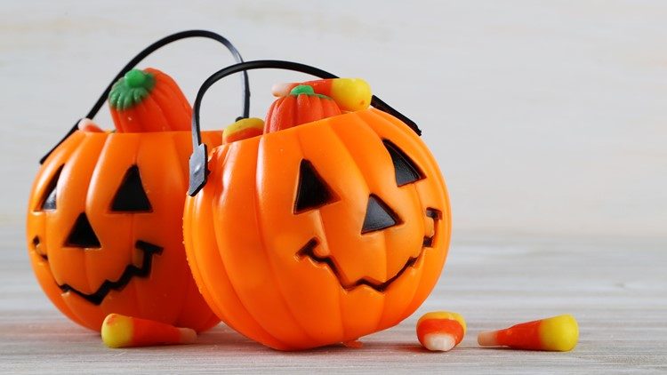 What's the Deal consumer headlines: Halloween spending up; Hershey's giving away 4-person KITKAT costume