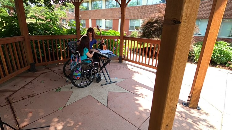 After being paralyzed, the piano playing continues