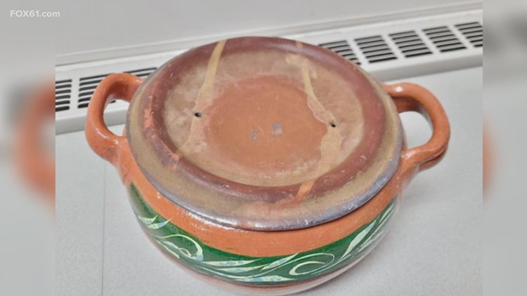 2 children, 2 adults get lead poisoning from ceramicware pots