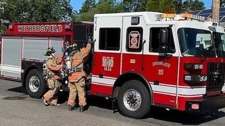 Wethersfield fire crews respond to gas line break