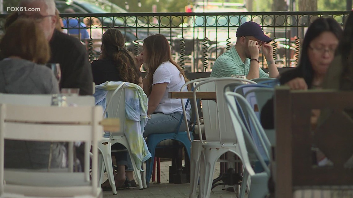 Restaurants reluctant to require proof of vaccination