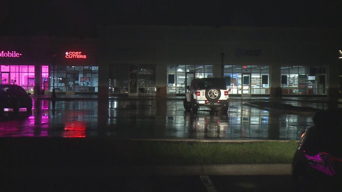 Canton AT&T store robbed at gunpoint