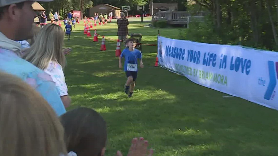 Hundreds of kids #Race4Chase at triathlon in Southington