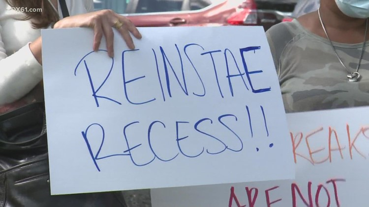 Middletown parents upset over shortened recess time