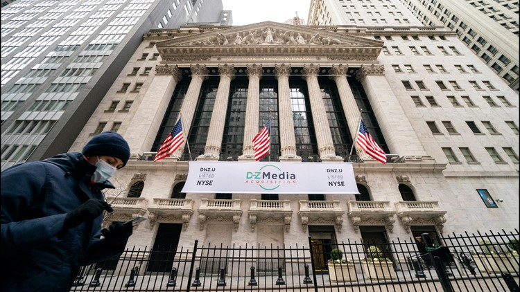 Stocks fall as yields continue to climb; GameStop surges