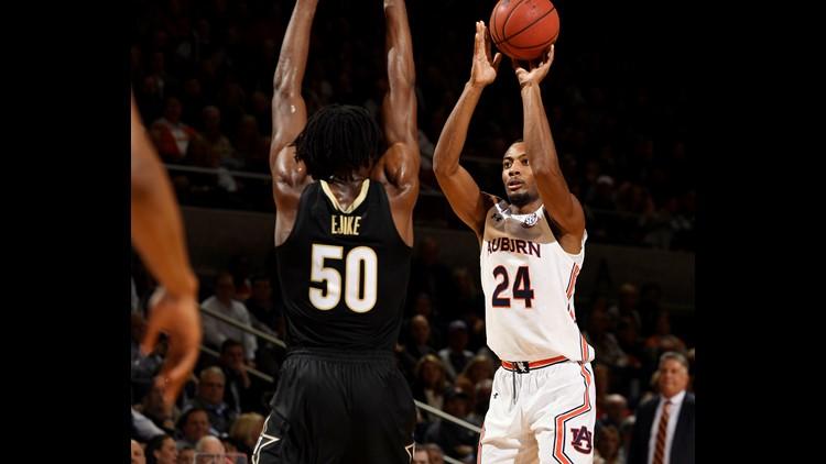 Auburn edges Vanderbilt 83-79 to stay perfect