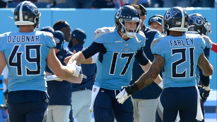 Ryan Tannehill throws 3 TDs as Titans hold off Colts, 25-16