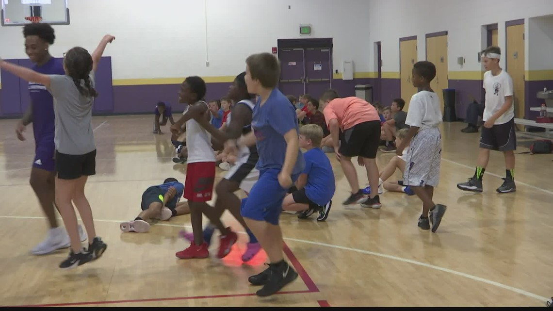 UNA hosts youth basketball camp
