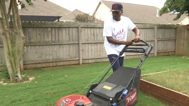 Huntsville man kicks off 50 state lawn mowing tour at home, honors veterans